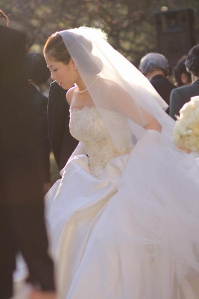 QEDクラブでの結婚式、ウェディングドレス