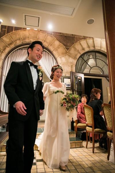 ロアラブッシュでの結婚式のための袖つきエンパイアラインのウェディングドレス